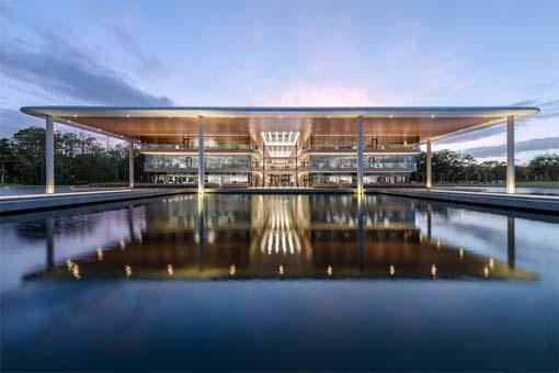 美国PGA巡回赛总部:福斯特建筑事务所