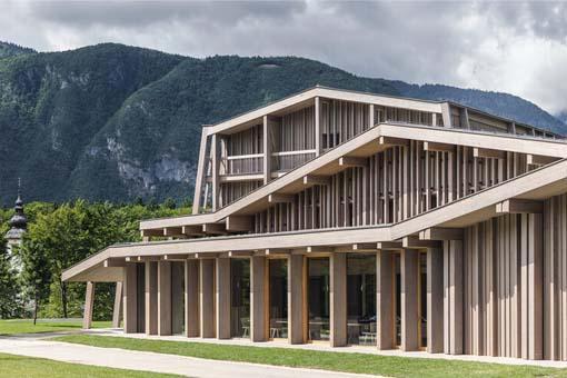 Bohinj 酒店重建,文脉传承:OFIS Architects